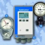 A: Pneumatisches Füllstandmessgerät von 1955 B: Mechanisches Füllstandmessgerät von 1957 C: Digitales Füllstandmessgerät mit vielfältigen Funktionen von 2009