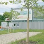 REHAU - Der hauseigene Energiepark deckt den Energiebedarf für das angeschlossene Bürogebäude um etwa die Hälfte regenerativ und spart damit jährlich 64 Tonnen an CO2-Emmissionen ein.
