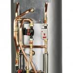 Hydro-Tower HWK 332 Econ von Dimplex: Er wird einfach über zwei hydraulische und eine elektrische Verbindungsleitung mit der Wärmepumpe verbunden.