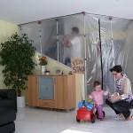 Gerade in der Sanierung und Modernisierung wird ein professioneller Staubschutz immer wichtiger, der Staub und Schmutz aus den angrenzenden Räumen fernhält.