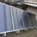 Die Multikollektoren wurden mit einem Kranwagen auf die Terrassen  gehoben und im Winkel von 45° aufgeständert montiert.